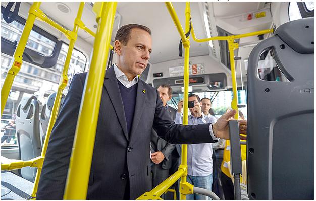 FOLHA DE SÃO PAULO: Justiça derruba exigência e permite que Doria retire cobrador de ônibus