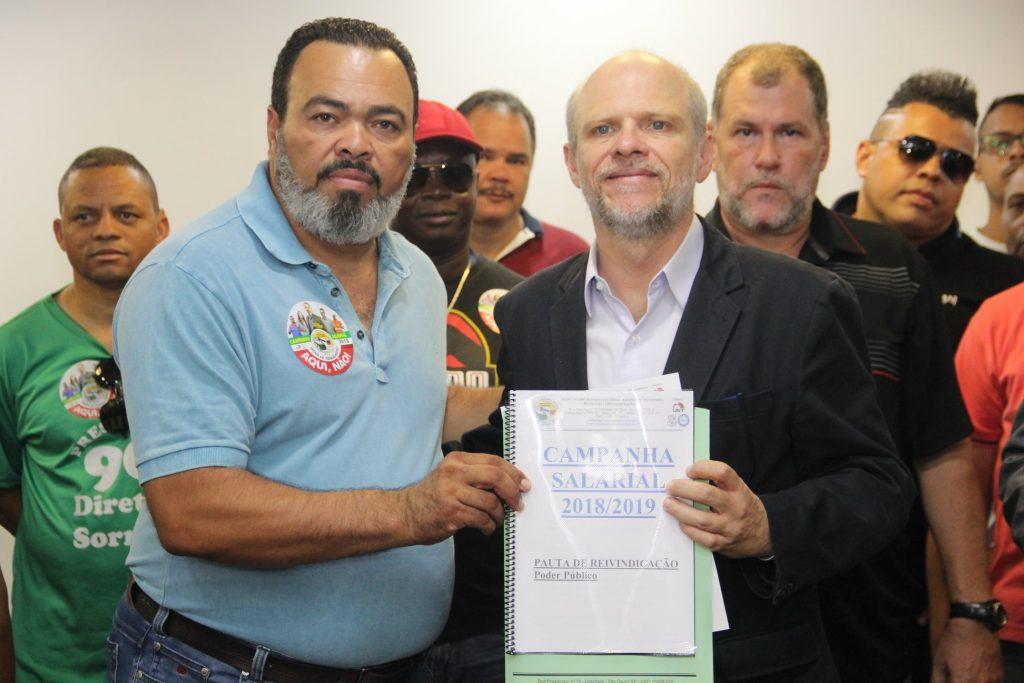 Valdevan Noventa entrega pauta de reivindicações a Sérgio Avelleda