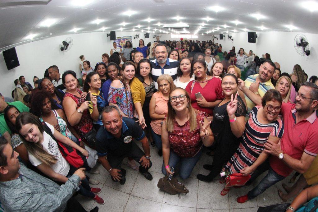 Valdevan Noventa homenageia trabalhadoras no Dia Internacional da Mulher
