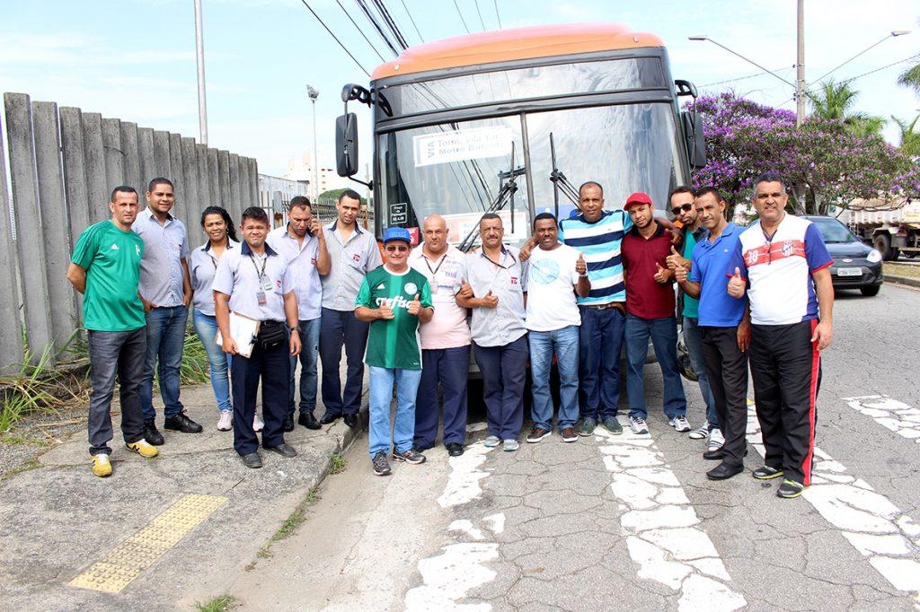 Após cobrança de Valdevan Noventa, trabalhadores têm novos sanitários no ponto final da Vila Iara