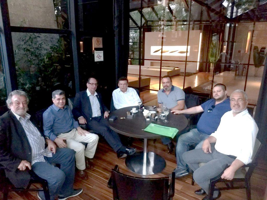 Valdevan Noventa se reúne com líderes políticos e sindicais em busca de apoio às lutas dos condutores de São Paulo