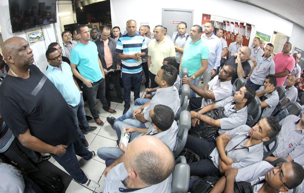 Trabalhadores da Transppass comemoram o resultado da vacinação contra a febre amarela