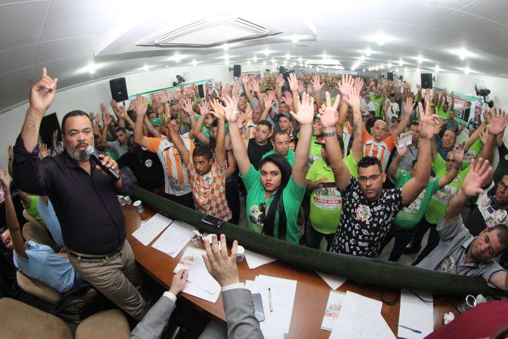 Trabalhadores rejeitam proposta patronal e aprovam plano de lutas