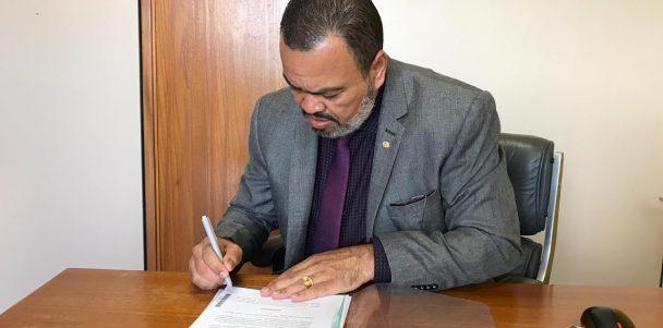 Valdevan Noventa tratará do problema dos matadouros com ministra da Agricultura