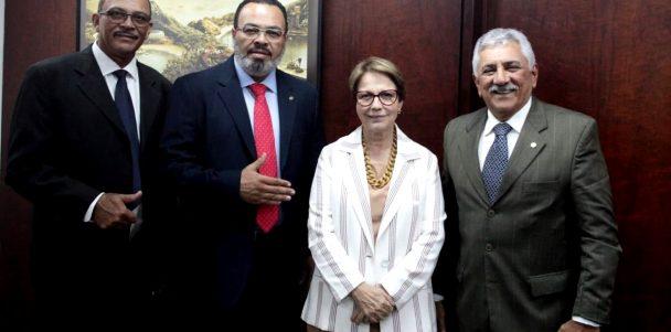 Valdevan busca solução para reabertura dos matadouros sergipanos