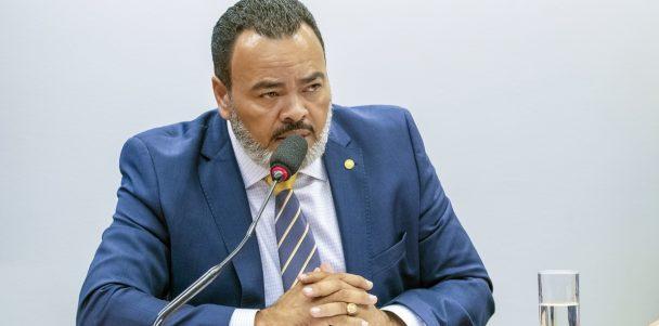 "Valdevan Noventa cobra atitude de Jair Bolsonaro: ""Sanciona, presidente. O Brasil tem pressa!"""