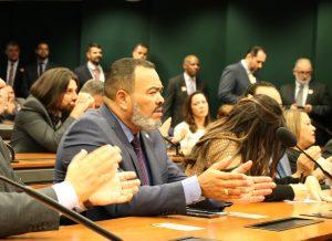 """""""Em busca dos holofotes, Clóvis Silveira quer se promover com o meu nome"""", afirma Valdevan Noventa"""
