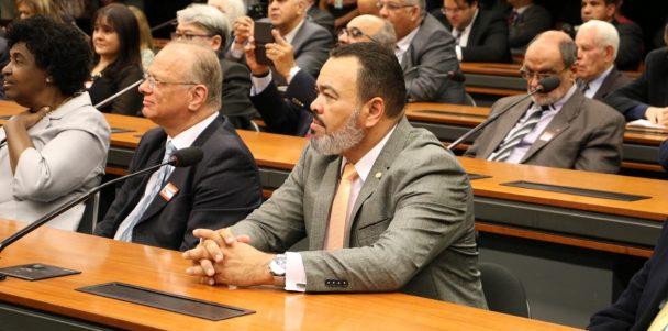 Valdevan Noventa discute os baixos preços do coco verde sergipano e solicita mais incentivo