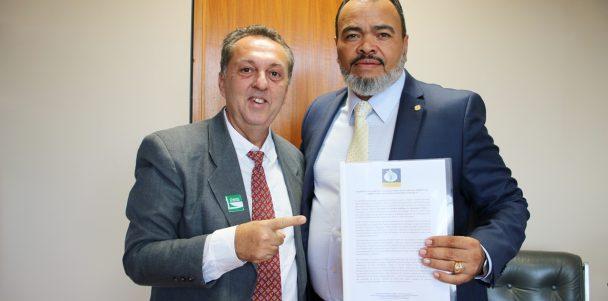 Valdevan Noventa vota contra a privatização da água