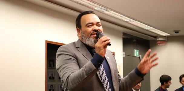 Valdevan Noventa aprova projeto que isenta igrejas de impostos governamentais