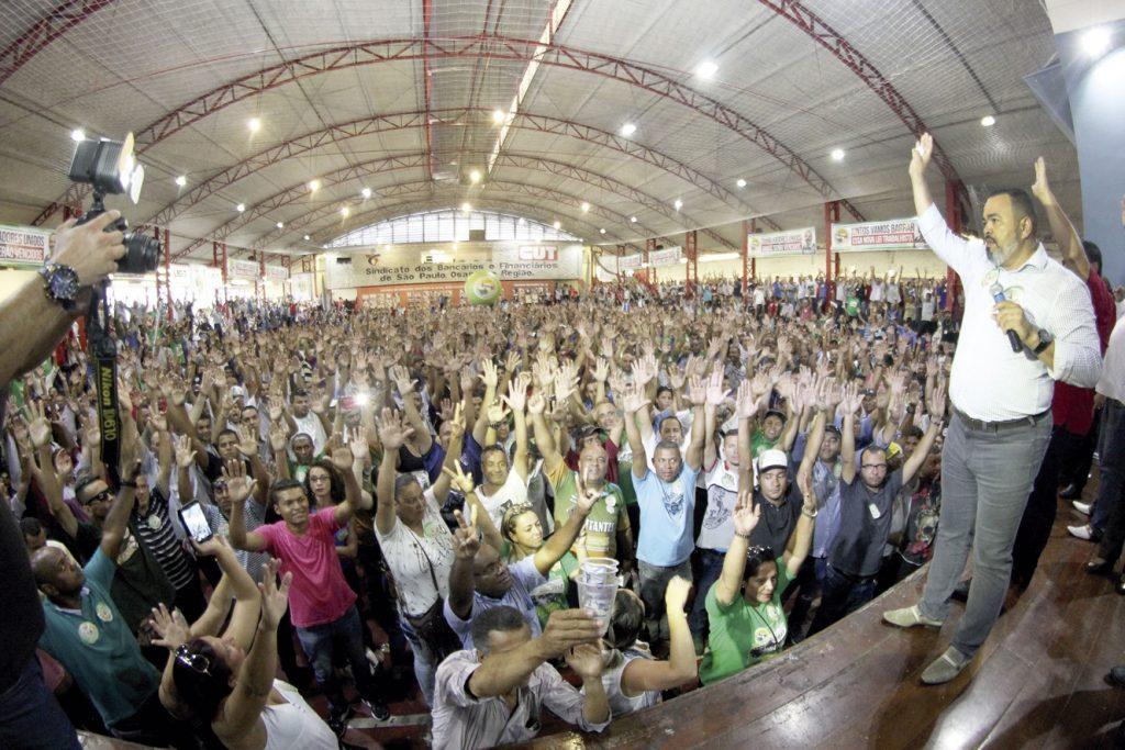 Mais de 4 mil trabalhadores marcam assembleia histórica da categoria
