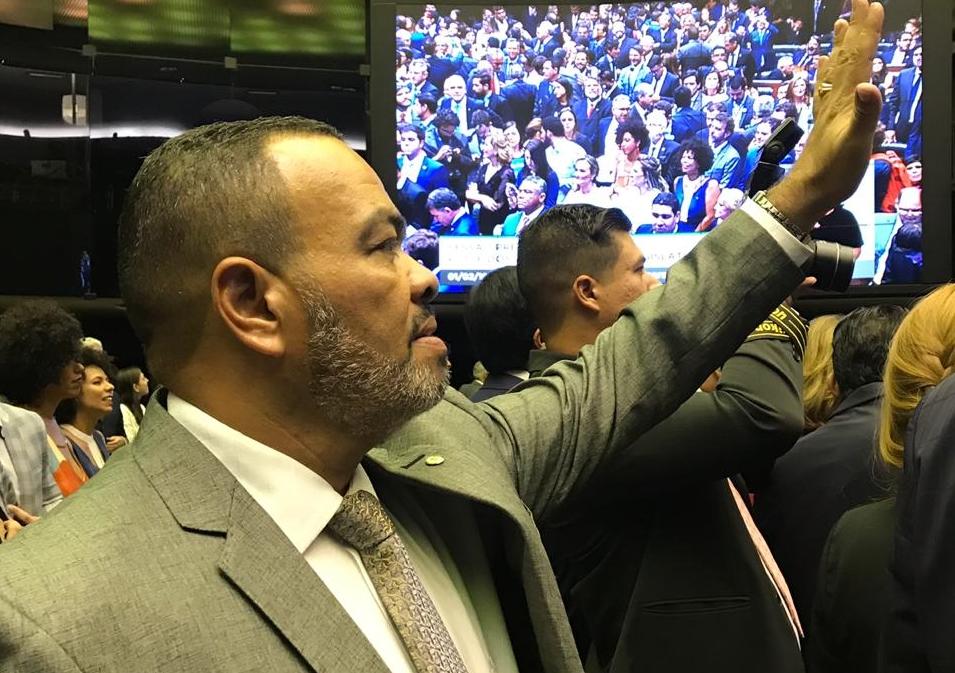 Valdevan Noventa toma posse na Câmara dos Deputados e defende trabalhadores brasileiros
